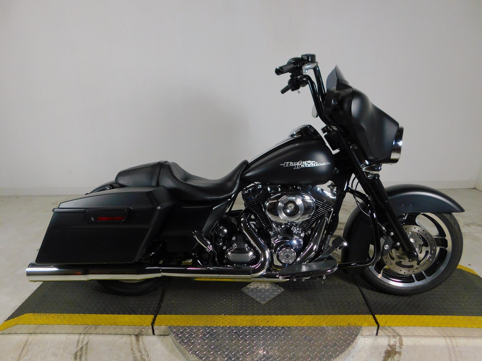 Pre Owned 2012 Harley Davidson Street Glide Flhx Touring In