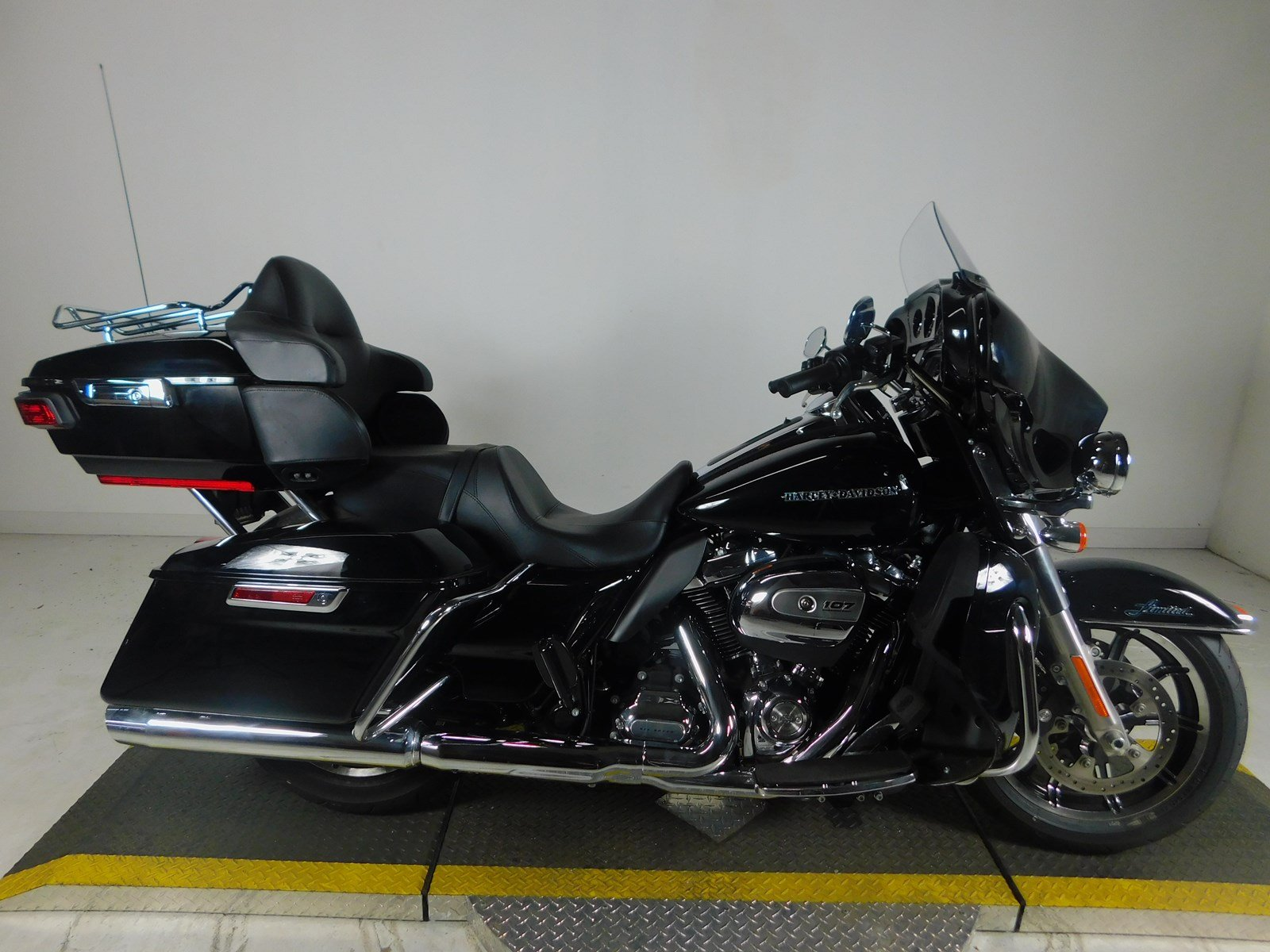 Pre-Owned 2018 Harley-Davidson Ultra Limited Low FLHTKL
