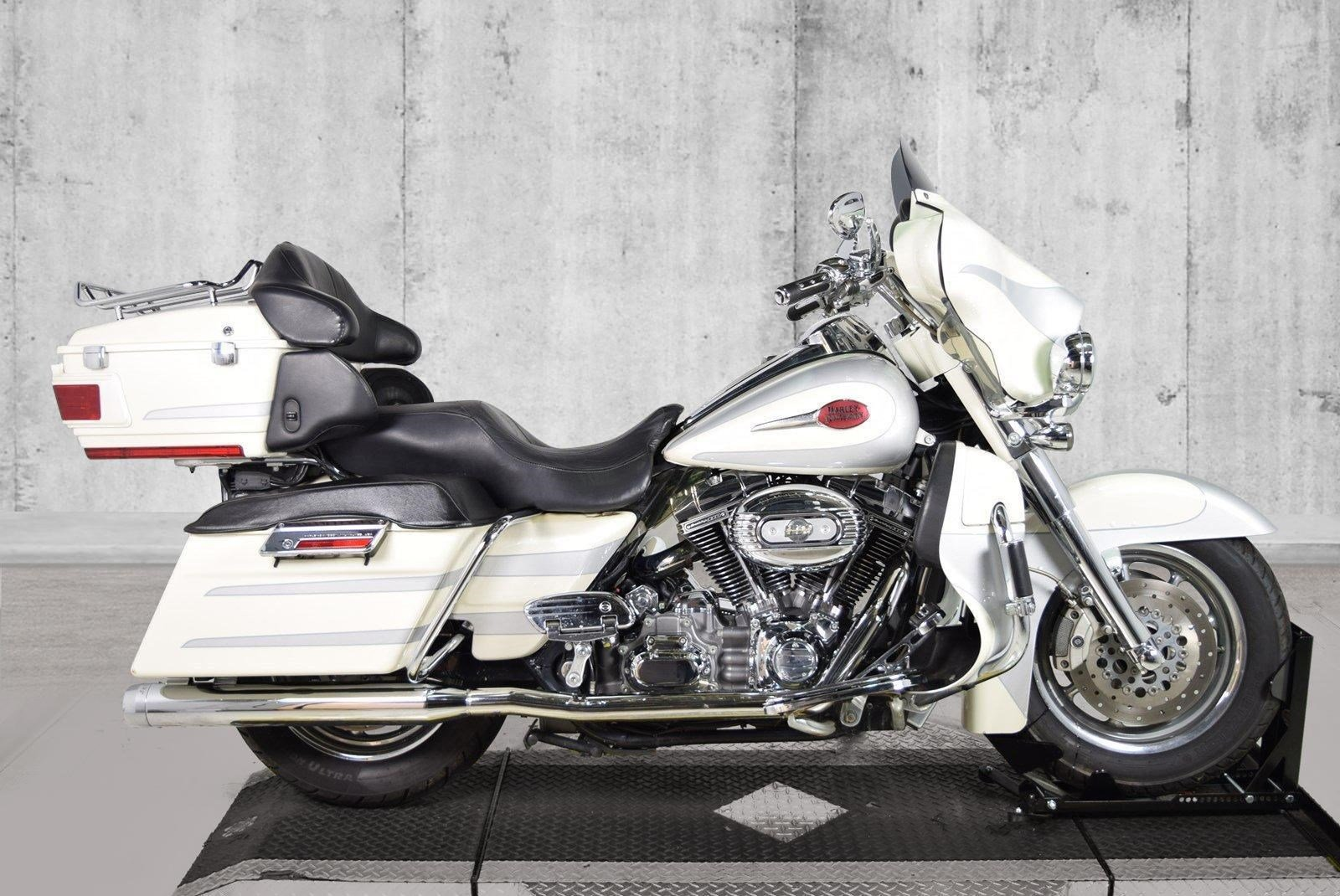 Pre-Owned 2008 Harley-Davidson Electra Glide Ultra Classic CVO FLHTCUSE