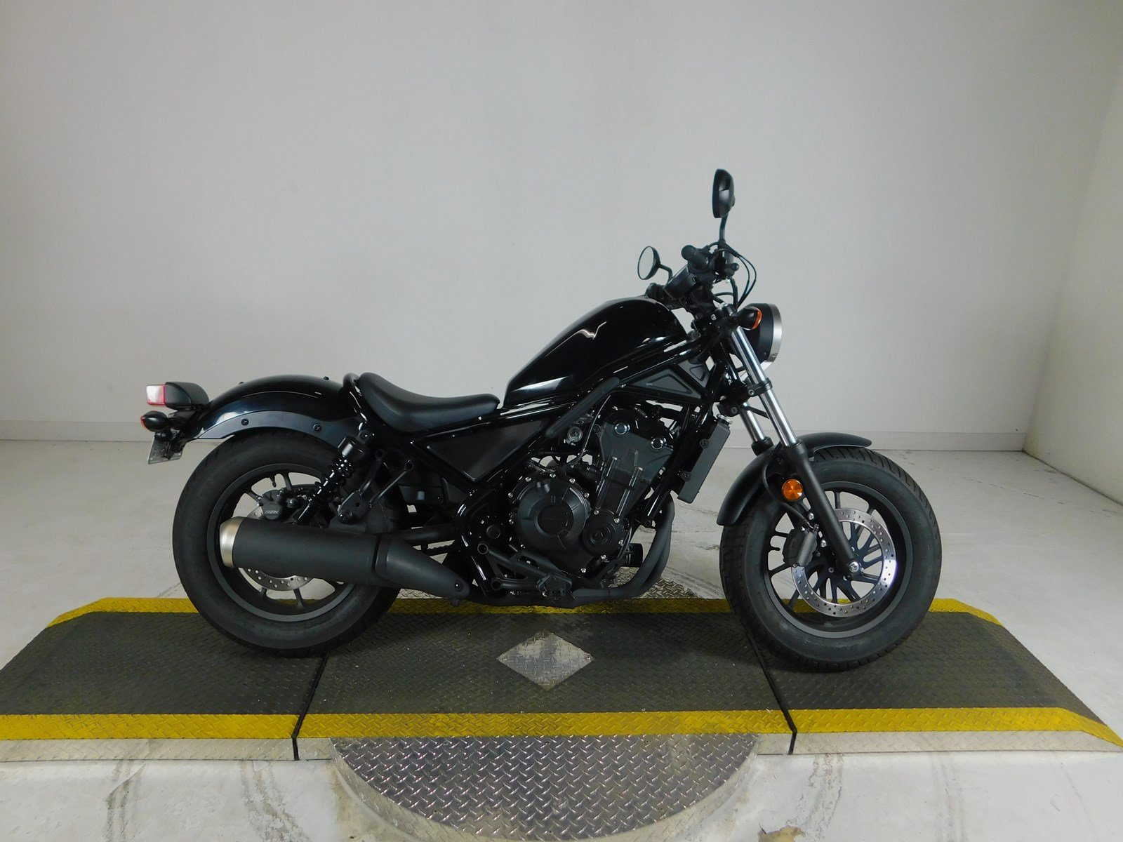 pre owned 2017 honda rebel cmx500 cruiser in westminster u5000092 huntington beach harley. Black Bedroom Furniture Sets. Home Design Ideas