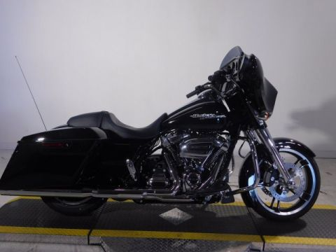 New 2017 Harley-Davidson Street Glide Special FLHXS